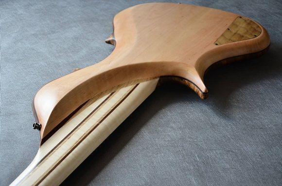 The thin neck profile and deeply carved body joint allows left hand to move freely up to the highest notes.