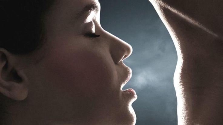 El olfato de las mujeres se agudiza al ovular y ellas se sienten más atraídas por esencias de hombres con sistema inmune distinto al propio