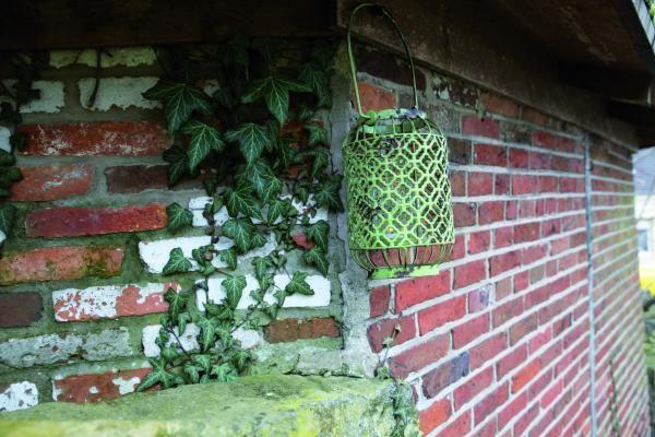 Felakasztható lámpás mécsestartóval, fém, zöld színben a country stílust ötvözve.