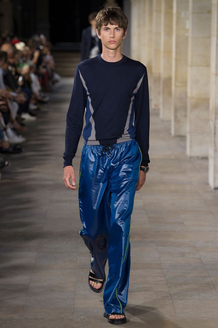 See the complete Hermès Spring 2018 Menswear collection.