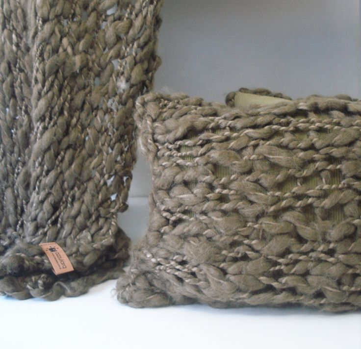 MANTAS & ALMOHADONES en lana merino I tintes naturales - edición limitada  http://www.azzularq.com/deco-hogar/mantas-para-cama-y-sillon/manta-pura-lana-mota/