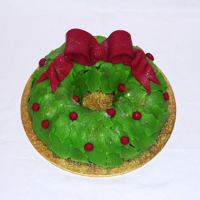 Christmas wreath bundt christmas cake by Eva Rose Cakes