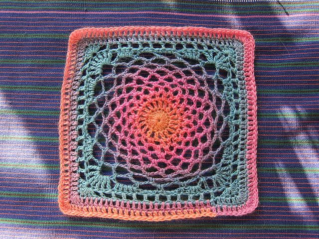 Dream Catcher Square: free pattern :-) •✿•  Teresa Restegui http://www.pinterest.com/teretegui/ •✿•