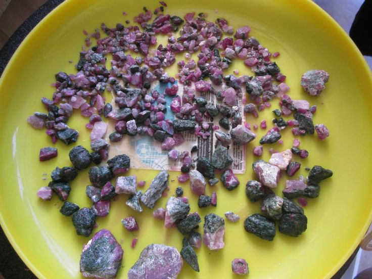 Rubies should be cleansed/discharged and recharged simultaneously in sea salt; avoiding exposure to sunlight if at all possible during this time.