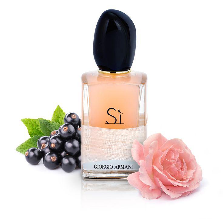 Armani Si Rose Signature - acest parfum încântător îmbină doi trandafiri celebrii: Damasc şi May. Rezultatul este perfect. Încearcă-l!