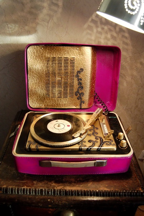 J'aime la musique! Et j'aime écouter des disques.