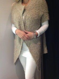 Cream loose knit R759- Zara  http://www.lipstickspin.com/blog/fashion-essentials/winter-jerseys/