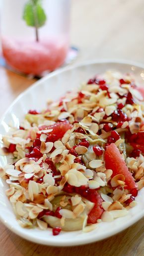Deze salade van parelcouscous met venkel, grapefruit, granaatappel en geroosterd amandelschaafsel is fris, lichten superlekker. Kook deparelcouscous volgens de aanwijzingen op de verpakking. Dit varieert meestal tussen 10 en 16 minuten, afhankelijk van de grootte van de couscous. Snijd de venkel in dunne plakjes (met een mes of een mandoline). Bak de venkel zacht en …