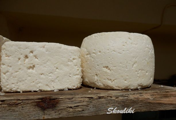 ΟΝΕΙΡΕΜEΝΑ ΧΡΟΝΙA: Πως να φτιάξω μόνος τυρί: σήμερα κάνουμε  Λαδοτύρι...