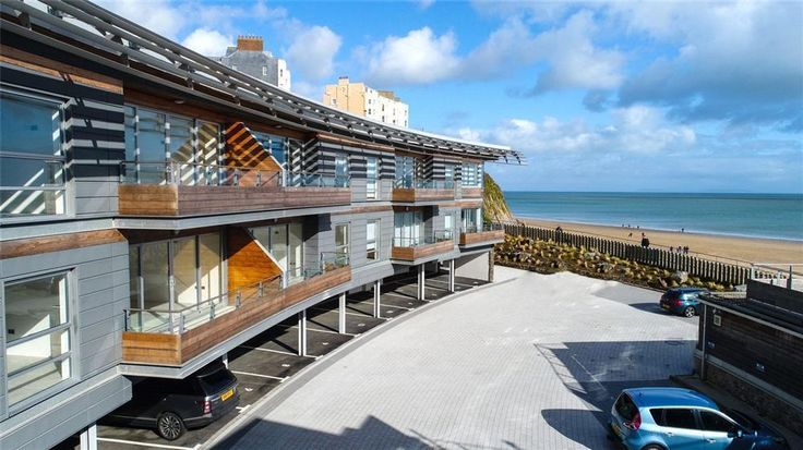 Looking for a luxury stay in Pembrokeshire? Water's Edge 10 is now available, sleeping four people with parking, it's also Five star! Beautifully presented throughout, prices from £725 to £1475. Call 01834 844565 to book.