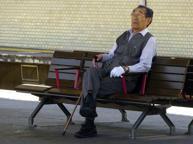 A situação dos IDOSOS no Japão é crítica. Dados os alto custos da saúde pública, o envelhecimento da população, entre outros fatores, o idoso tem cometido crimes por necessidade por lá.
