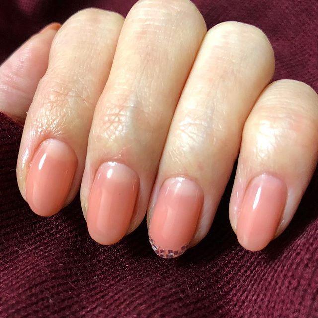 やっと自爪チェンジ💨 片手だけで睡魔限界💦力尽きました😴 誰か右手やってー😭💦 #ネイル#ジェルネイル#セルフネイル#マオジェル#バイオ#ヌレコ#ショートネイル#クラシックオレンジ#グラデーションネイル #オフィスネイル#マオラメ