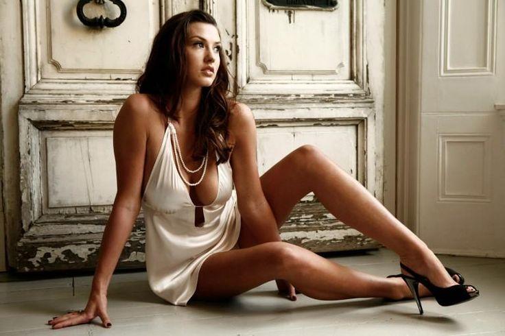 Alice Goodwin – 2009 dans Classement des 27 conquêtes de Cristiano Ronaldo ! Votez pour les plus belles !