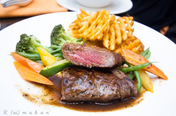 Charcoal grilled premium grain-fed beef served in black pepper sauce with sautéed seasonal vegetables & waffle fries on the side. Yummy looking photo taken by #Aimakan.
