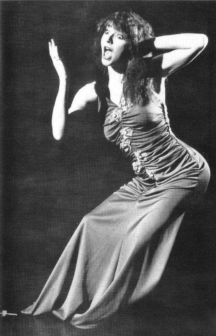 Kate Bush performing, late 1970's. ☀ Babushka