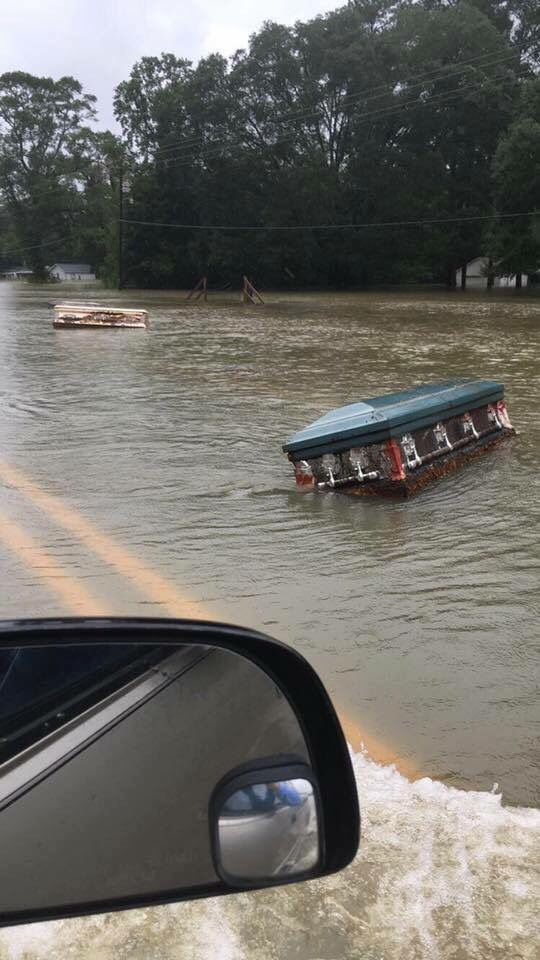 Louisiana flood 2016, meanwhile our WORTHLESS TRAITOR of a President plays golf