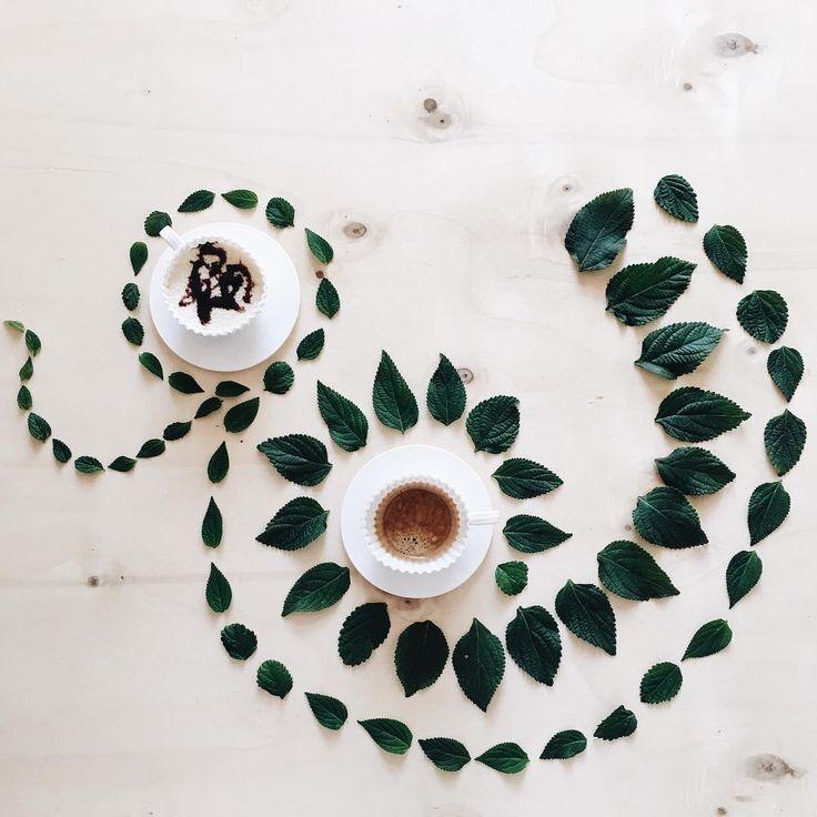 Buongiorno! La mia giornata come sempre la inizio con un buon caffè, ma anche l'occhio vuole la sua parte. Colgo ancora l'occasione per chiedervi un aiuto affinché riesca a realizzare un piccolo grande sogno, un like alla mia foto dove sono truccata di verde con un'espressione da pazza sul profilo di @hikkaduwaflipflops. Mi dareste un grande aiuto 💚. #buongiorno