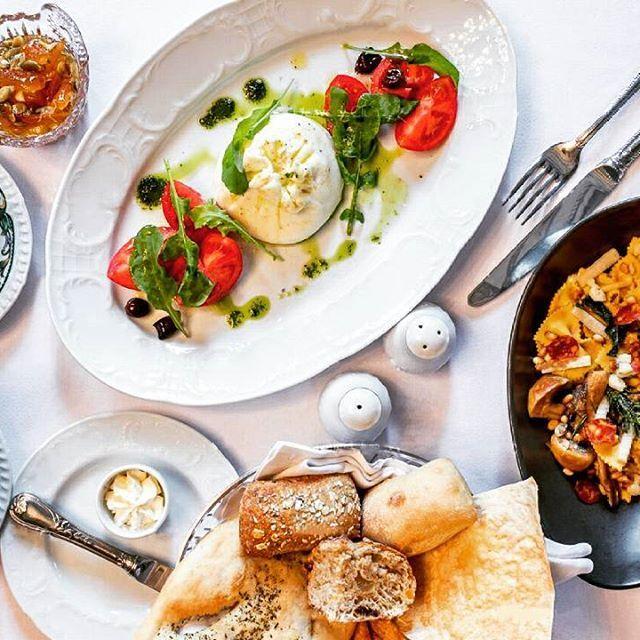 Нежная буратта с бакинскими томатами и фарфалле с лесными грибами... Что ещё нужно для вкусного вечера?  #паризьен #ресторанпаризьен