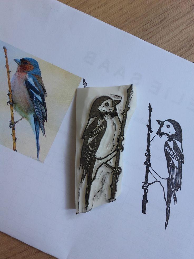 Mars : passions. Comme les doigts noirs, j'ai opté pour la faune... je voulais aussi représenter le flore mais pas de temps ce mois-ci >< . N'ayant pas de véritable passion, j'ai choisi les animaux et la nature car ils sont passionants :) Ca faisait longtemps que je voulais un oiseau réaliste... j'ai essayé d'en dessiner un (sans modèle, pour m'exercer) mais c'était pas trop ça, d'où mon calque d'une photo ^^ (j'ai finalement retiré le trait en bas sur le ventre).