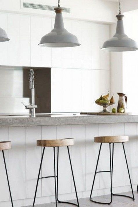 Witte keuken met betonnen werkblad