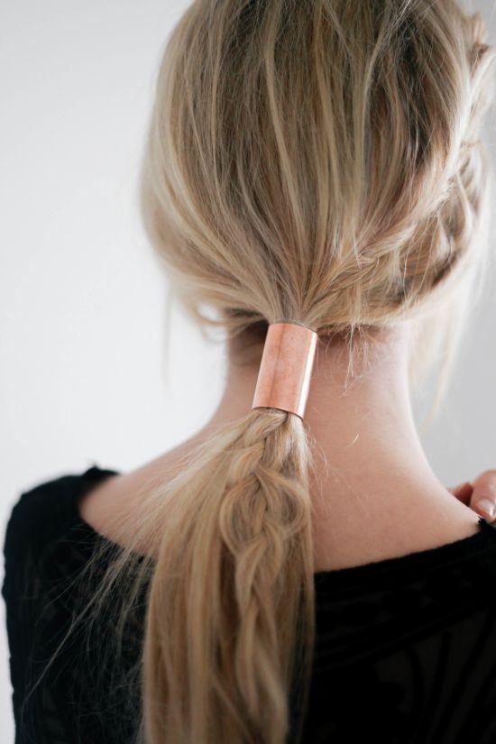 Ponytail hairstyle with a braid and tape - Peinado cola de caballo acompañado de una trenza y cintillas