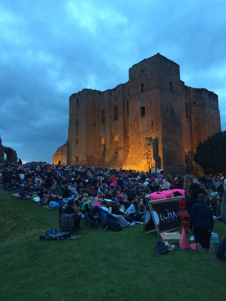 We were so busy looking at the beautiful setting last night at Kenilworth Castle we may have forgotten to watch the film...#moviesandmakeup