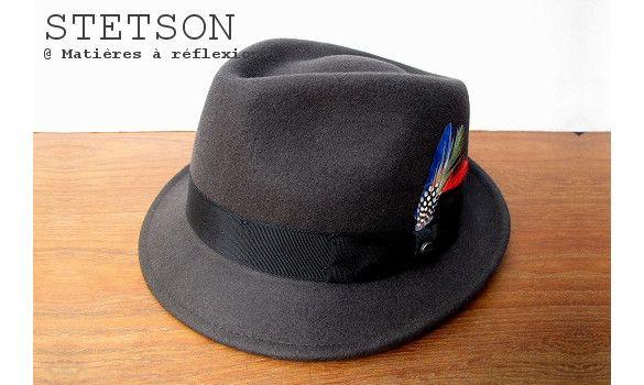 Stetson chapeau homme Richmond taupe #chapeauhomme #stetson #petitbord #menshat #mensfashion #modehomme #lookhomme #plume #feather #chapeauunisex #unisexhat