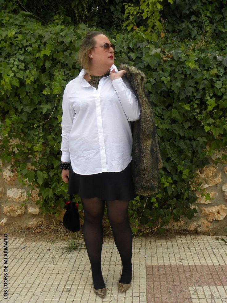 Casual Look. Look con camisa blanca y mini falda neopreno. LOS LOOKS DE MI ARMARIO. #loslooksdemiarmario #winter #outfitcurvy #invierno #look #lookcasual #lookschic #tallagrande #curvy #plussize #curve #fashion #blogger #madrid #bloggercurvy #personalshopper #curvygirl #primark #lookinvierno #lady #chic #negroyblanco #looklady #camisablanca #chaleco #minifalda #look #falda