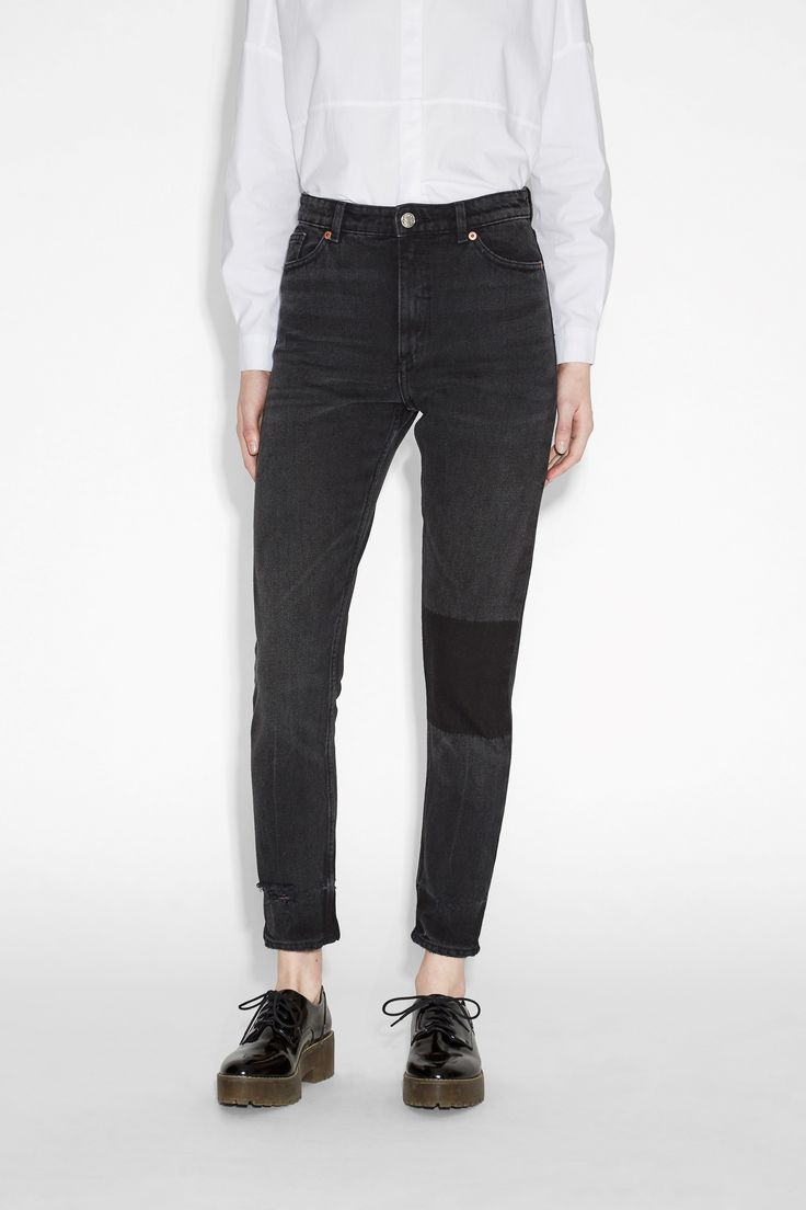 Slim fitting, black wash jeans with a dash of wonder in the form of a pure black panel on the knee.