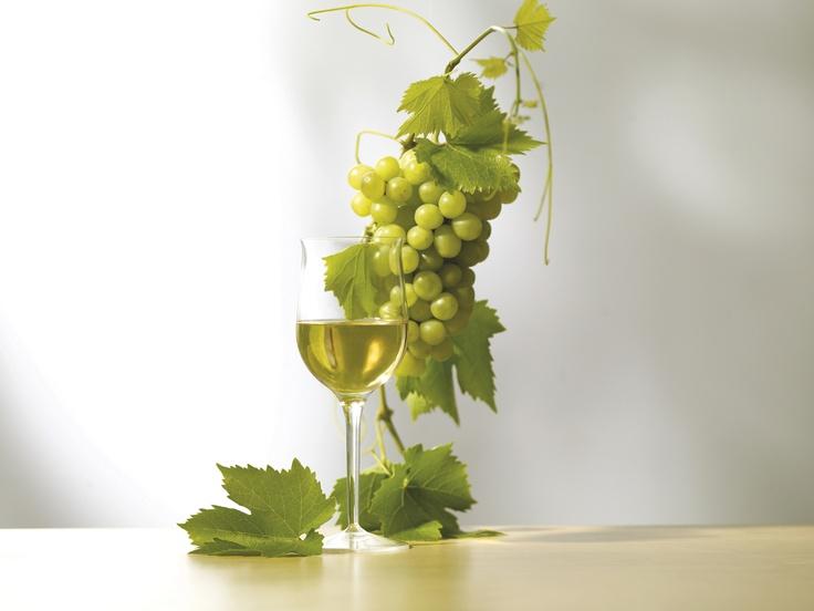 Egy pohàr bor szôlôszemekkel