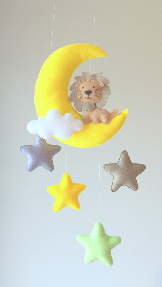 Bebé móvil  Luna móvil  móvil de cuna  por GiseleBlakerDesigns