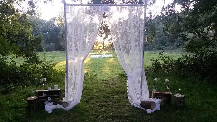 Huwelijksvoltrekking in een prachtige landelijke omgeving. Trouwen in het bos of aan het water. wij als Paviljoen Lutterzand kunnen samen met u, uw wensen en ideeën vertalen in een prachtig feest. Uitgebreide informatie met prijzen staan op onze site. Laat u inspireren. www.lutterzand.nl/trouwen