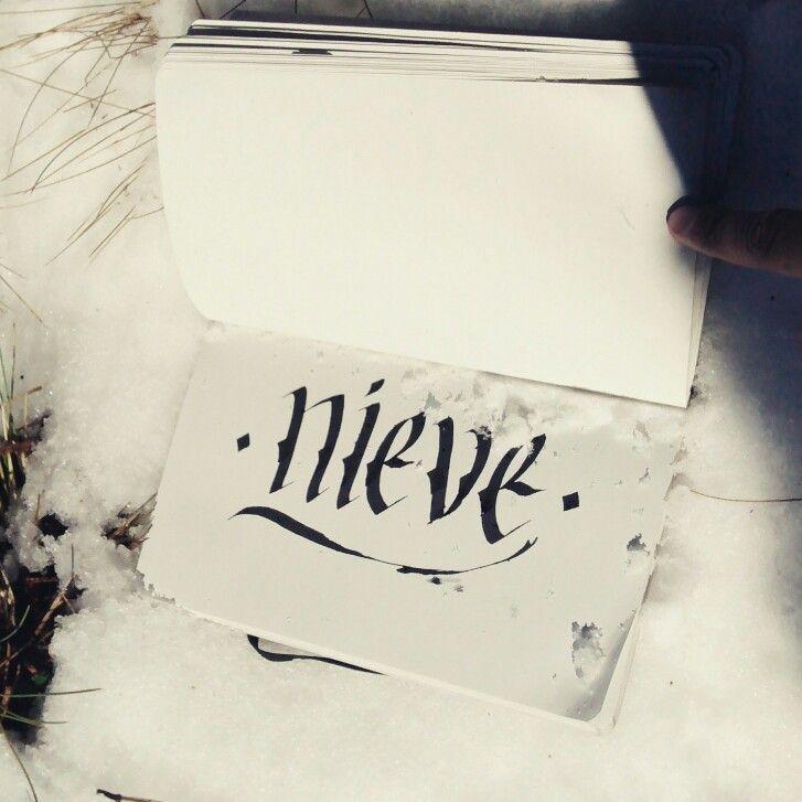 Nieve - Snow, caligrafia a mas de 3000 metros de altura #snow #nieve #caligrafia #calligritype #calligraphy #craft #andrescraft #andreshenaoc #tipografia #meditacion #mexico #cofredeperote #tipoinspiracion #type #thedailytype #typography #pasionporlasletras