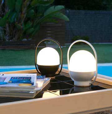 Επιτραπέζιο φωτιστικό - λαμπατέρ - πορτατίφ φορητό, μονόφωτο, μοντέρνο, LED. Διαθέτει μπαταρία επαναφορτιζόμενη με δυνατότητα 10 ωρών λειτουργίας και USB φορτιστή. ---------------------------- Table lamp portable, modern, LED. It has a 10 hour rechargeable battery and a USB charger. #portable #portablelight #portablelamp #lamp #camping #campinghacks #campinglight #tablelamp #tabledecor #battery #usb #homeoffice #homedecorideas