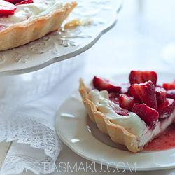 Tarta z truskawkami i kremem mascarpone. Przepis na najlepsze ciasto kruche z truskawkami.