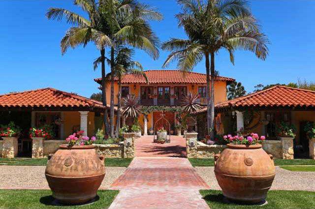 54 best hacienda dreaming images on pinterest balconies for Hacienda home builders