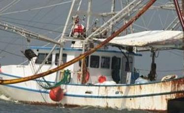 La Armada de Colombia retuvo a un pesquero de bandera ecuatoriana y a cuatro pescadores de ese país, que faenaba en aguas jurisdiccionales colombianas en la costa frente al departamento fronterizo de Nariño, informó hoy esa institución. Ver más en: http://www.elpopular.com.ec/47668-la-armada-colombiana-retiene-un-segundo-pesquero-ecuatoriano-en-una-semana.html?preview=true