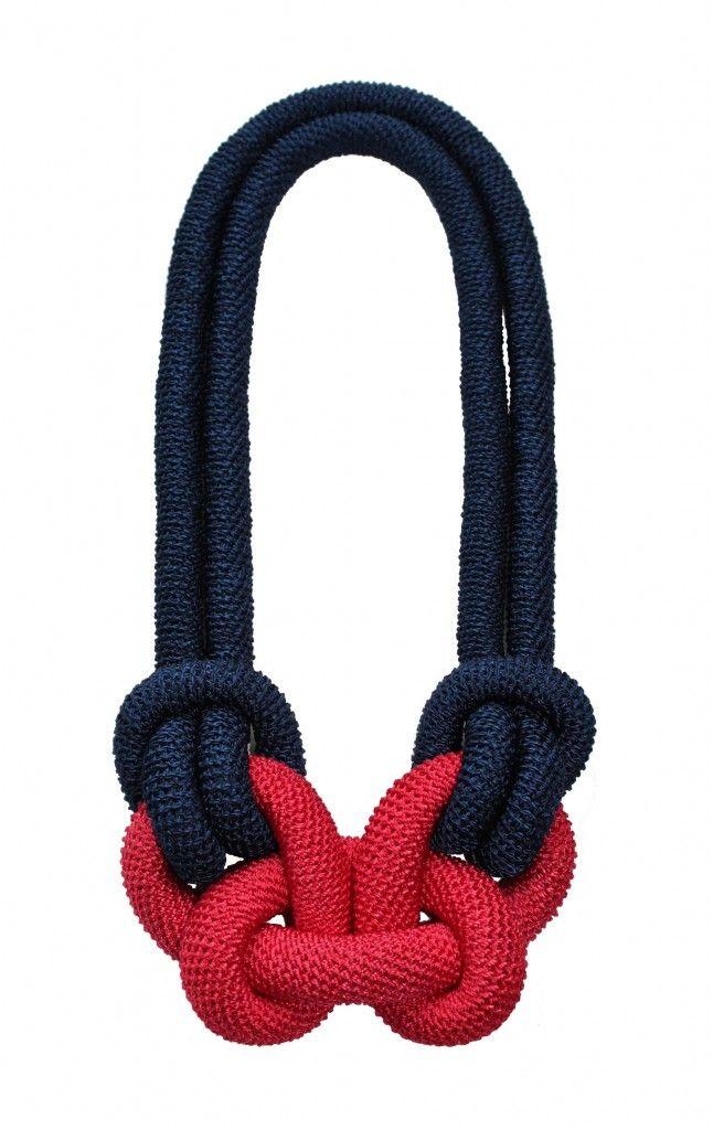 Grace Hamilton Contemporary Jewellery. creazioni di questa artista di Manchester .  realizzati artigianalmente utilizzando crochet tradizionali e diverse tecniche di annodatura     http://www.gracehamilton.co.uk/