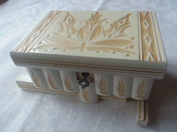 New beautiful white wooden puzzle box jewelry box,magic box,mystery box,secret box,tricky box,handcarved wooden box,perfect gift