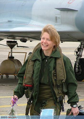 """Résultat de recherche d'images pour """"Caroline Aigle (décédée en 2007 à 32 ans) Première Femme Pilote de Chasse"""""""
