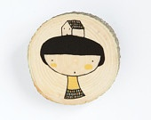 Girl and house - illustrated wooden brooch - depeapa