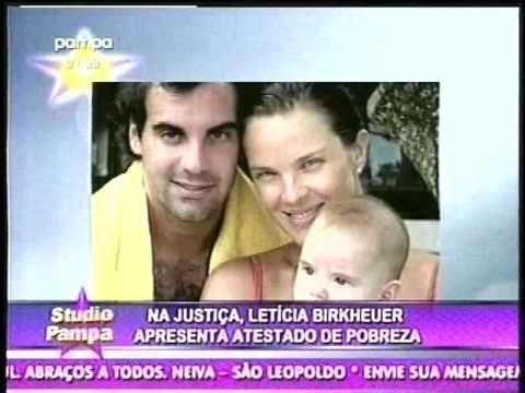 LETÍCIA BIRKHEUER APRESENTA ATESTADO DE POBREZA ! 08/04/2015 - STUDIO PAMPA - TV PAMPA - http://webjornal.com/8419/leticia-birkheuer-apresenta-atestado-de-pobreza-08042015-studio-pampa-tv-pampa/