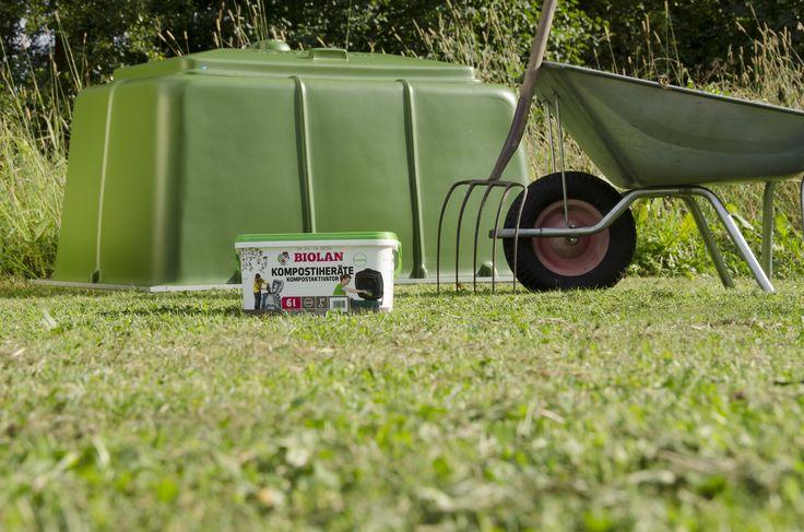 Biolan Puutarhakompostori on tarkoitettu puutarha- ja keittiöjätteen kompostointiin omakotitaloissa ja vapaa-ajanasunnoilla. Tilavalla n. 900 litran vetoisella Biolan Puutarhakompostorilla jalostat kasvimaa- ja puutarhajätteet tehokkaasti muhevaksi kompostiksi. Suuri saranoitu kansi helpottaa kompostorin täyttöä. Tiivis rakenne ja säädettävä ilmanvaihto ehkäisevät kompostimassan kuivumista ja vähentävät siten kompostin hoitotarvetta.