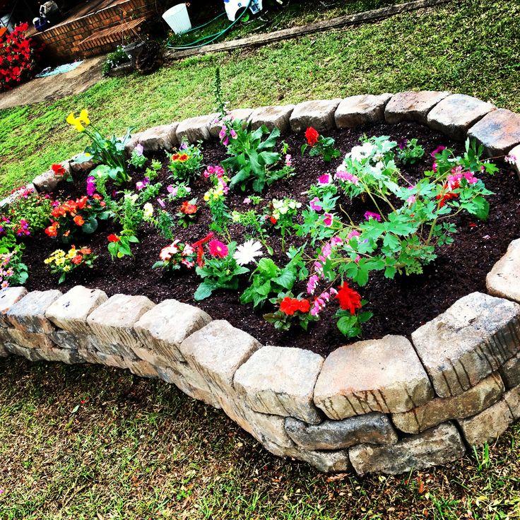 102 best driveway entrance landscaping images on pinterest for Red rock for flower beds