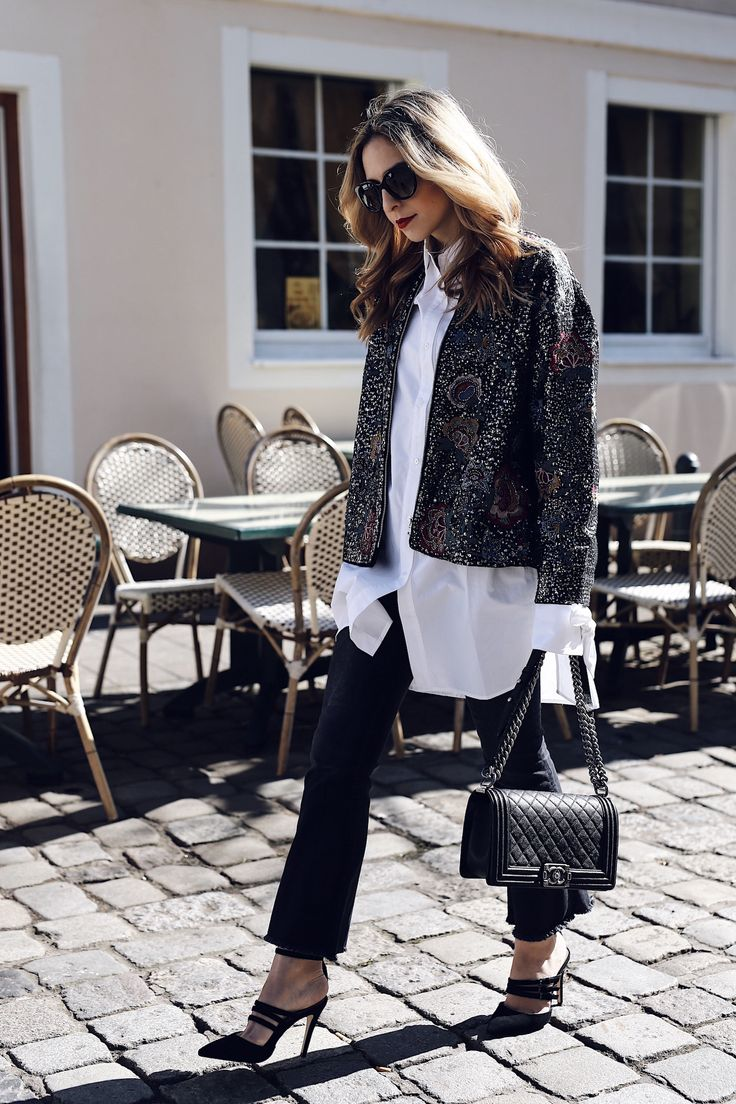 The embroidered Bomber Jacket, kickflare jeans and bow sleeves - monochrome Spring Outfit 2017