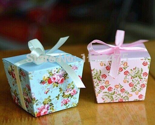 20 stuks/lot gratis verzending blauw/trapezoïde roze bloemen bruiloft gunst dozen snoep geschenkdoos suiker snoep doos met linten