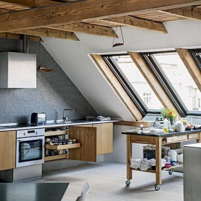 Kuchnia i skosy – czy da się to jakoś połączyć? Przedstawiamy stylowe i kreatywne rozwiązania dla gotowania na poddaszu…    #kuchnianapoddaszu #kuchnia #poddasze #dekoracje #DecoArt24