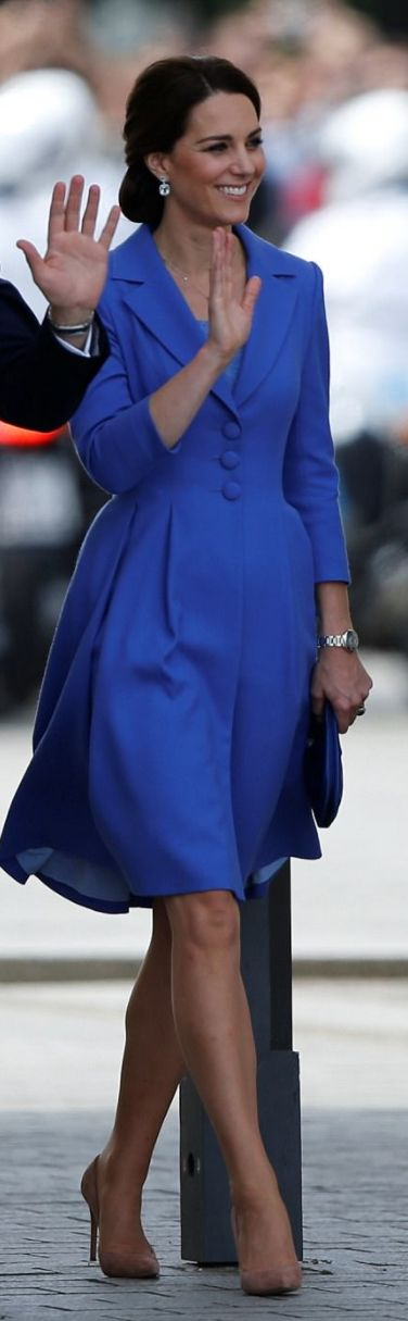 Who made  Kate Middleton's white studded handbag, jewelry, tan suede pumps, and blue dress?