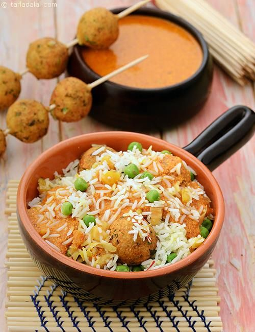 Green Pea Pulao with Paneer Koftas is a luxurious moghlai-style pulao, which is marked not just by the mix-and-match colours of green peas and apricots, but also the splendid paneer koftas that are tossed into the rice!