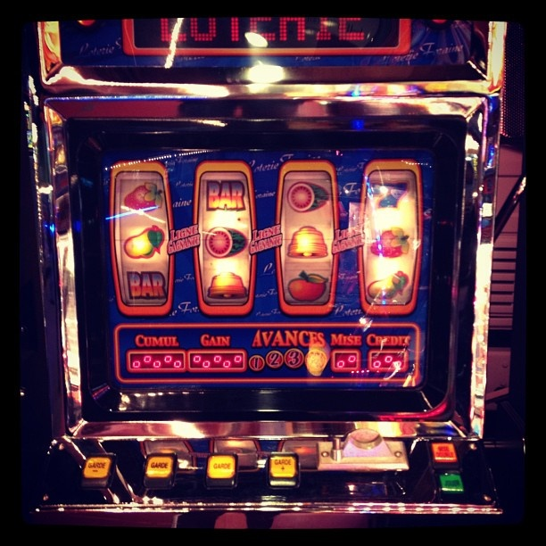 how much does a vegas slot machine cost